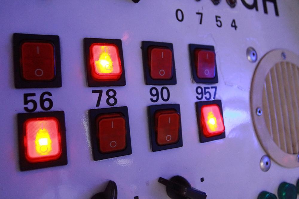 schalter-im-cockpit_35421810741_o