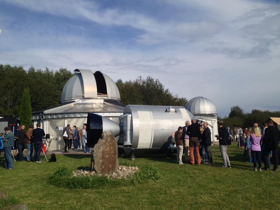 apollo-13-vor-den-sternwartenkuppeln