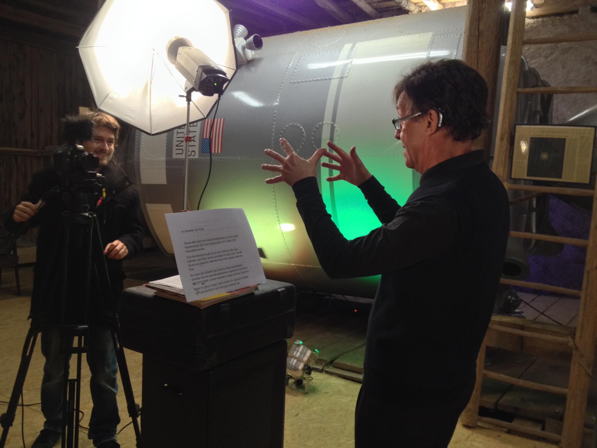 Produktion der ersten Spaceguides im Weltraum-Atelier